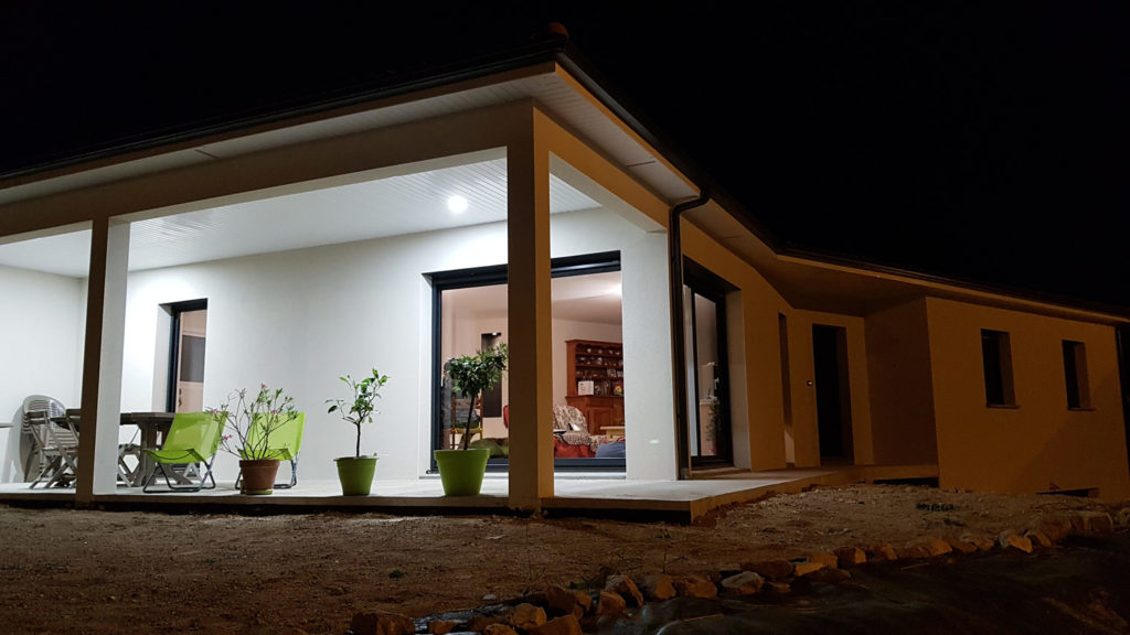 maison neuve de nuit